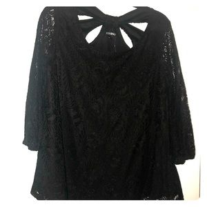 Roz and Ali lace flowy sleeve top